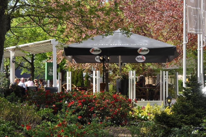 Vermarmd terras bij Hotel De Meulenhoek - Brasserie Restaurant bij Els